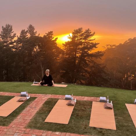 sequoia-lodge-sunrise-yoga